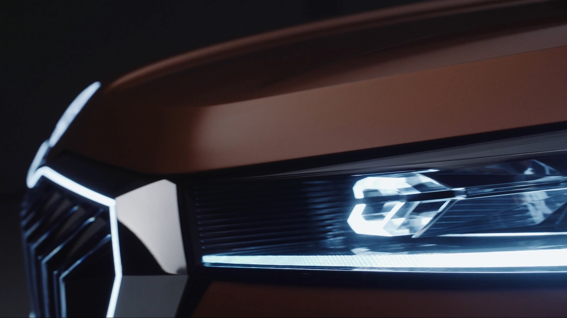 За пару недель до старта автосалона в Дели компания «Шкода» распространила новый тизер концептуального Vision IN.