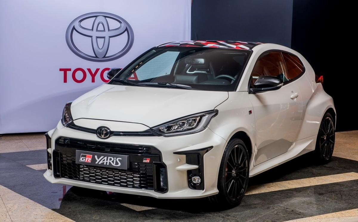На прошедшем Токийском автосалоне Toyota показала долгожданный хот-хэтч GR Yaris с 270-сильной «турботройкой», полным приводом и механической коробкой передач. Как выяснилось, Ярисов с таким обозначением на выставке было два, но второй привлёк гораздо меньше внимания.