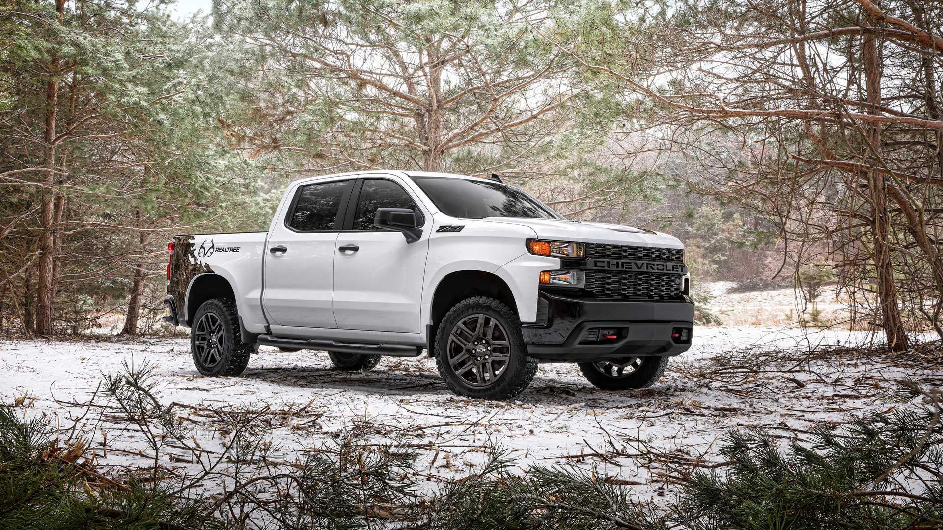 Две американские компании Chevrolet и Realtree объединили свои усилия и выпустили спецверсию Silverado под названием Realtree Edition. Пикап с заводским тюнингом прибудет к официальным дилерам уже летом, но стоимость пока не раскрывают.