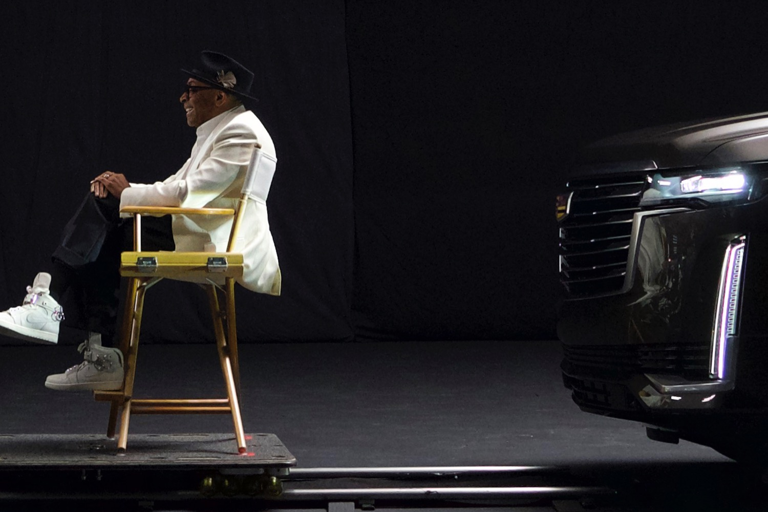 Car spotters have made the first photos of the fifth-gen Cadillac Escalade in December last year, but the manufacturer has so far only shown us some of the cabin (see video). Today, we may finally see the front end of the large SUV - if only barely.