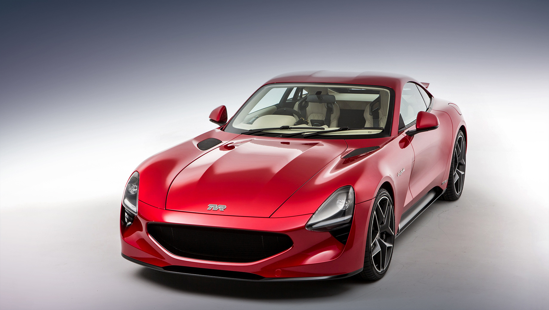 British niche carmaker TVR introduced its Griffith sports coupe in the fall of 2017. The announced initial production run of 500 units is currently almost sold out via pre-orders, but not a single car has reached its buyer yet.