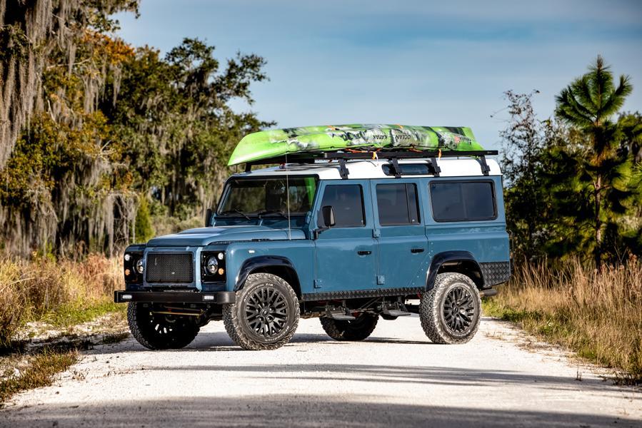 Мастерская E.C.D. Automotive Design не покладая рук трудится над реставрацией старых «Дефендеров», выдавая один роскошный проект за другим. Сегодня перед вами уникальный Land Rover Defender 110 Project Galena.
