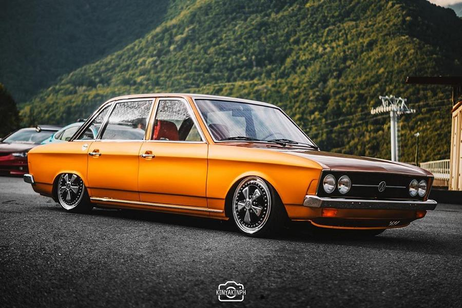 As we have recently discovered, Russian car tuner PARADIG///M indulges itself with large-scale restoration projects, rather than just tuning. Today, let's have a look at this model year 1970 Volkswagen K70 saloon brought back into top condition.