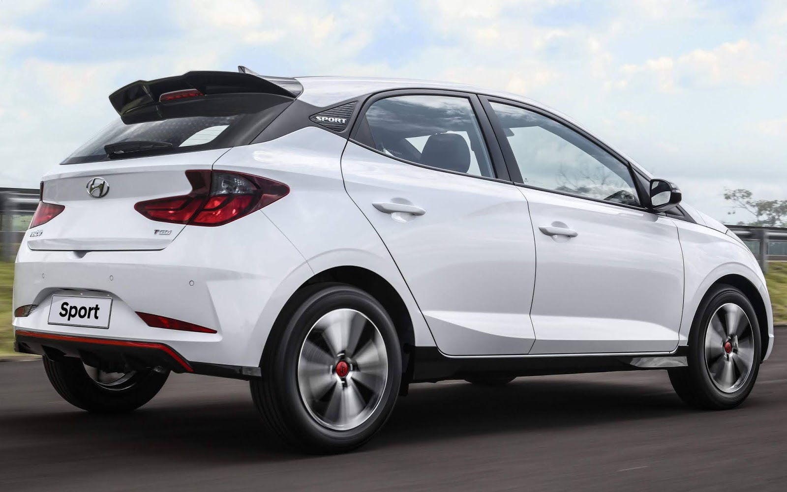 Hyundai Brasil launched the 2nd-gen Hyundai HB20 range in South America countries last fall, updating the Solaris platform the sedan, hatchback and crossover are based upon. Today, it announced the 'sports-ready' HB20 Sport.