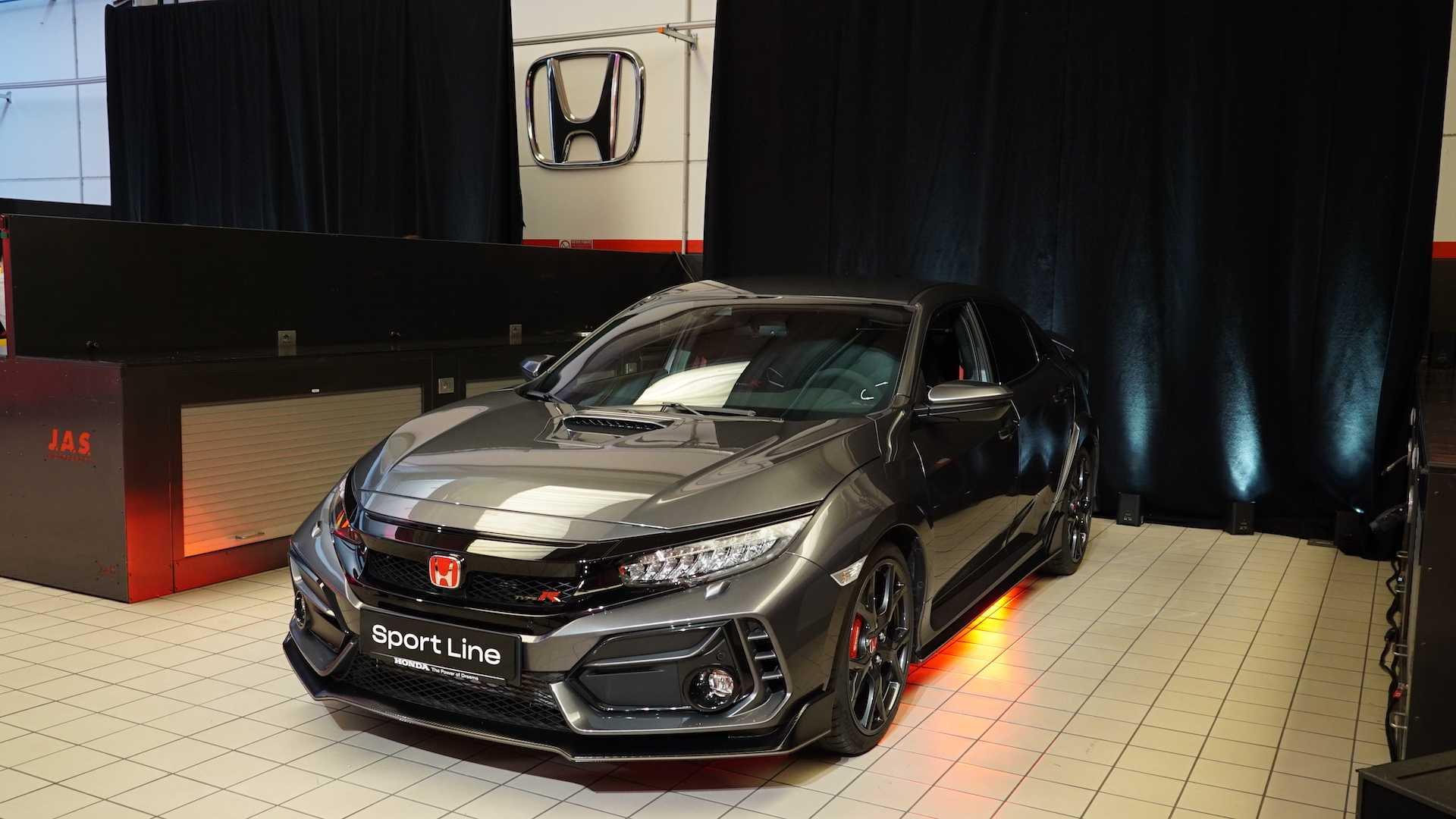 Совсем скоро Civic Type R Sport Line от Honda будет доступен на европейском рынке. Посмотрим, чем он похвастает?