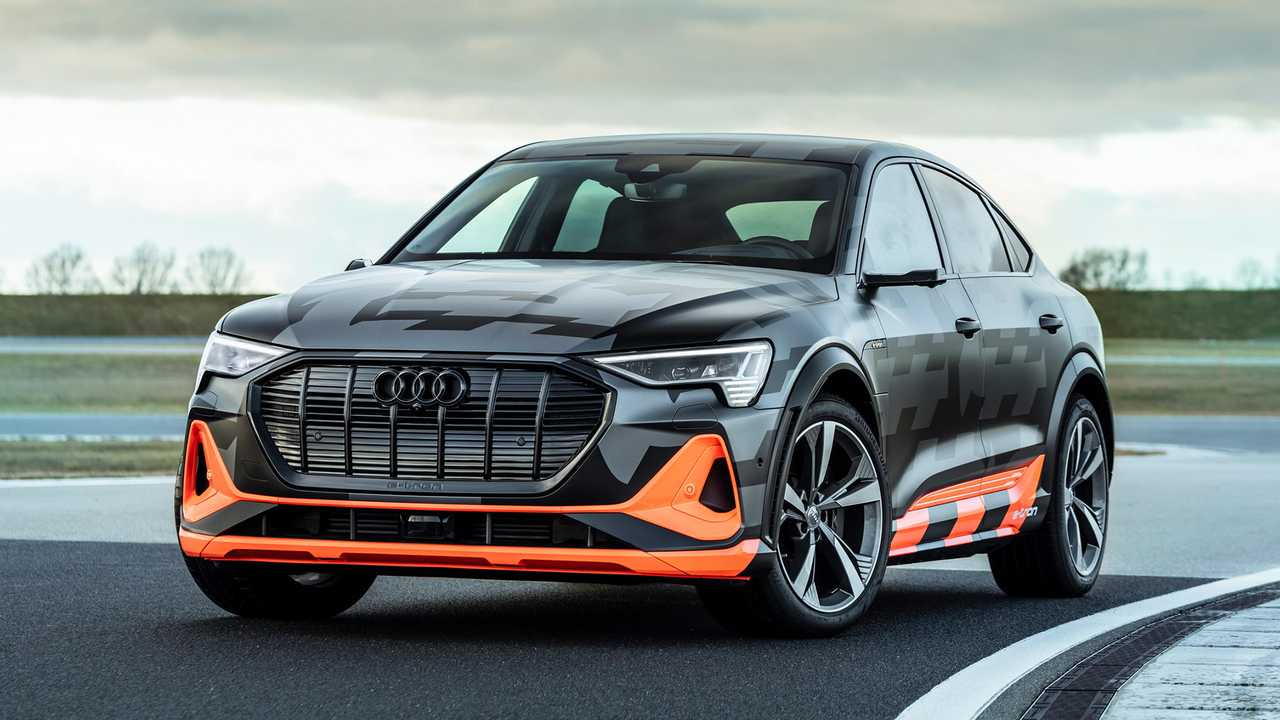 The original Audi e-tron Quattro Concept revealed in 2015 had three electric engines, so we were a bit disappointed to see the 55 quattro on sale with only two. Eighteen months after the launch, Audi fixes this with the new S line.