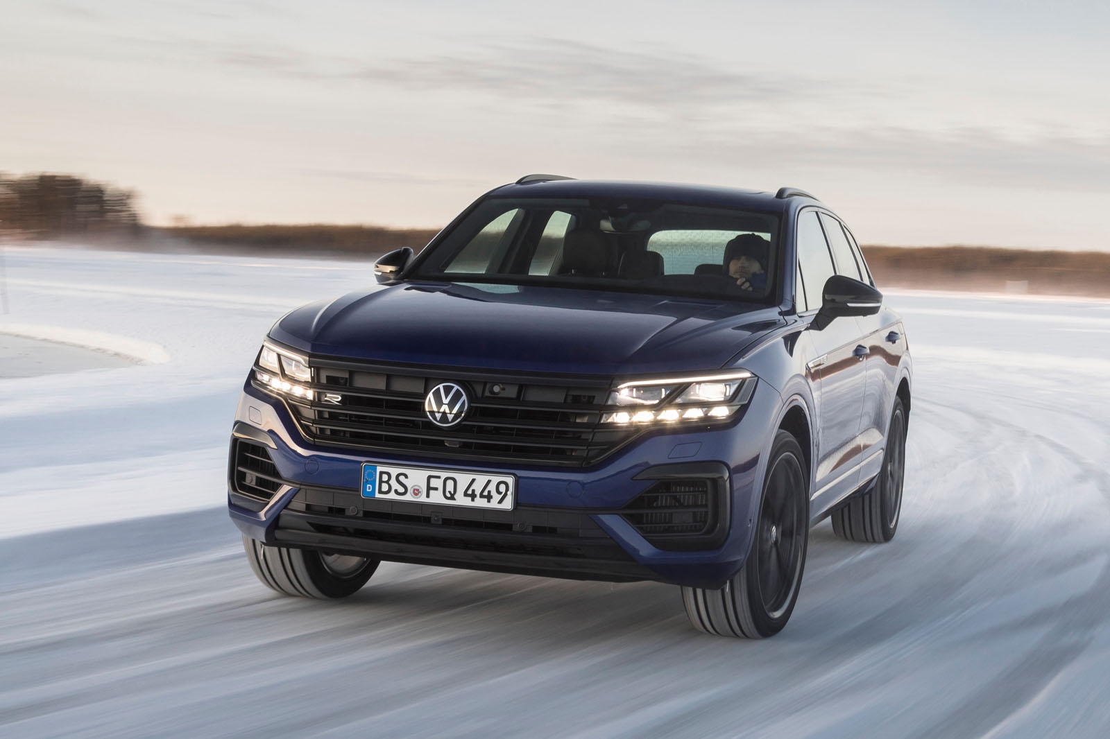 The hybrid-powerred Touareg R arrives to dethrone the 421-hp V8 TDI spec. What does it have on offer?