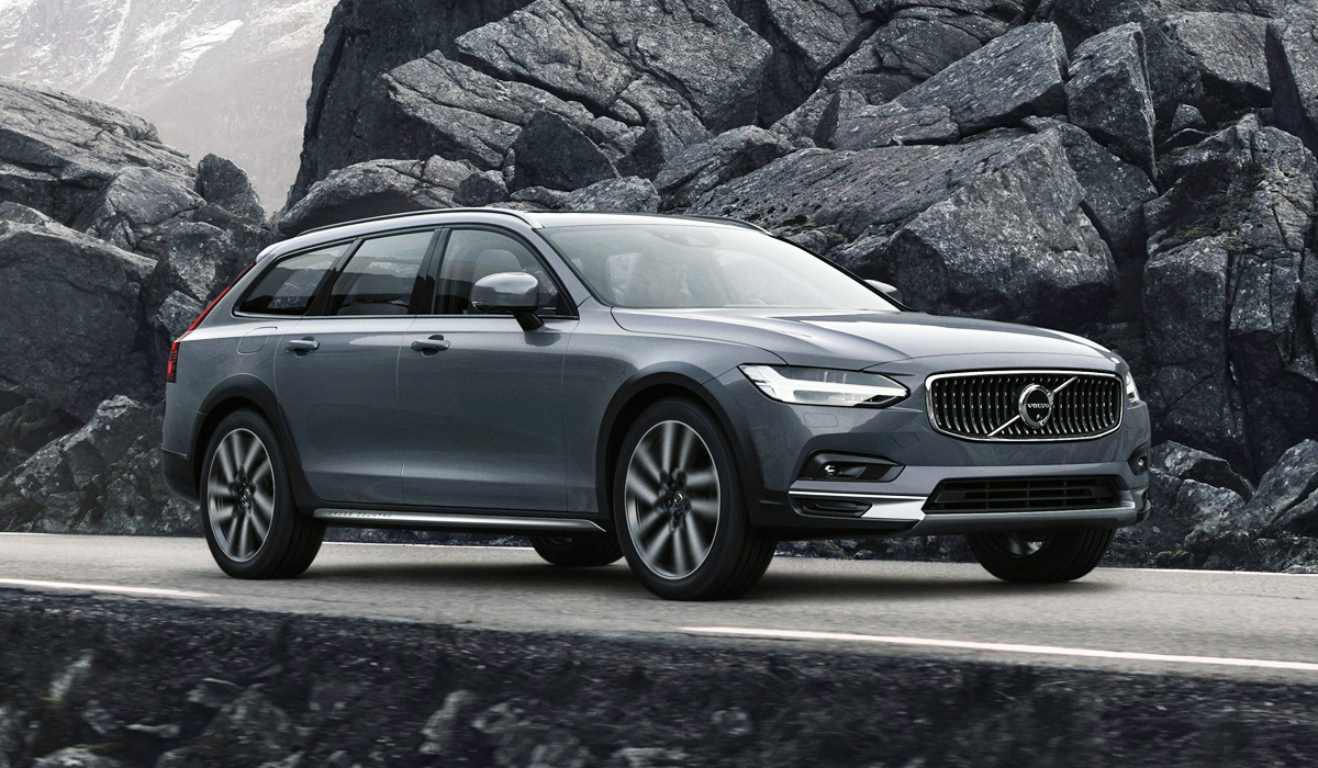 Following the reveal of the Volvo XC90 facelift last year, the company has introduced its new S90 sedan/saloon and V90 estate/wagon. The changes aren't numerous, but they are there.