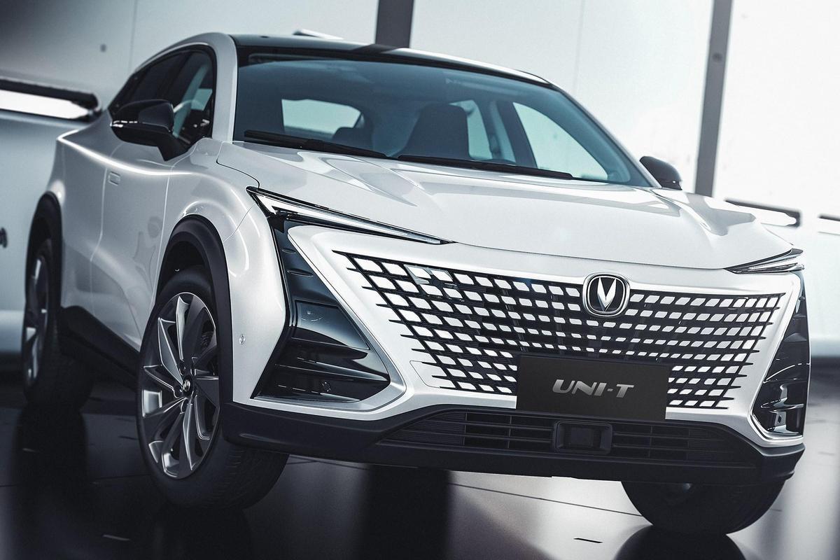 Фирма Changan представила Uni-T: модель интересна не только необычным дизайном, но и техническими новшествами.