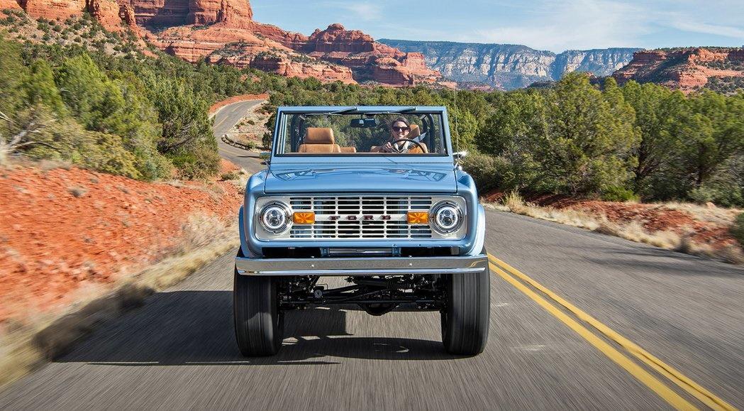«Форд» все никак не доведет до конвейера новую версию внедорожника Bronco, а тюнеры уже вовсю возрождают легенду своими силами. Посмотрите хотя бы на этот экземпляр от ателье Gateway Bronco из США.