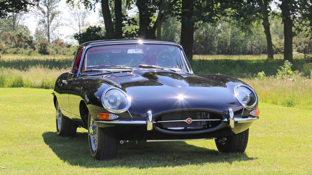 Back when Jaguar announced around three years ago that it was opening a new subdivision to restore vintage Jaguar cars based on electric powertrains, many were happy to hear the news. Tuner Woodham Mortimer was not, arguing that a true Jaguar has to be gas-powered.