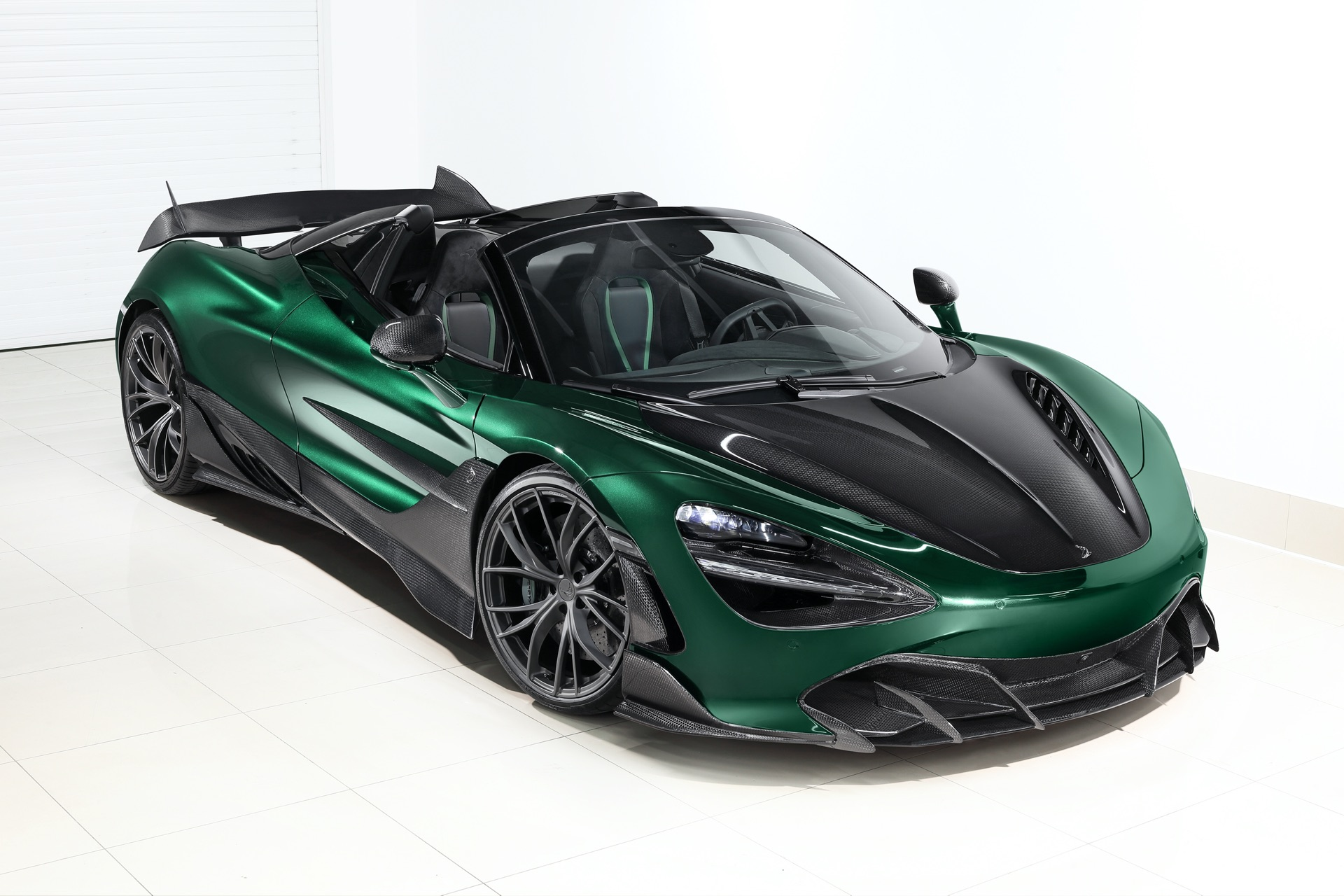 Russian auto tune-up shop TopCar has tailored an aerodynamic suit called Fury for the McLaren 720S Spider, using generous amounts of carbon fiber throughout.