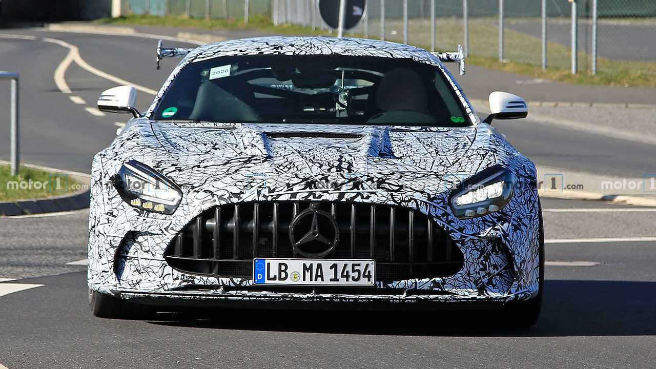 Car spotters have discovered two different pre-production units of the Mercedes-AMG GT Black Series running tests on the Nürburgring and in Northern Europe. Both surpass even the AMG GT R Pro in terms of looks and come closer to the AMG GT3/GT4 racecar series than ever.