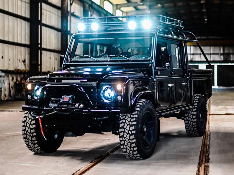СМИ нечасто пишут про тюнинг-ателье Osprey Custom Cars из Северной Каролины, а зря – ребята реставрируют старые «Дефендеры» и хорошо знают свое дело. Перед вами их последняя работа: полностью восстановленный Land Rover Defender D130.