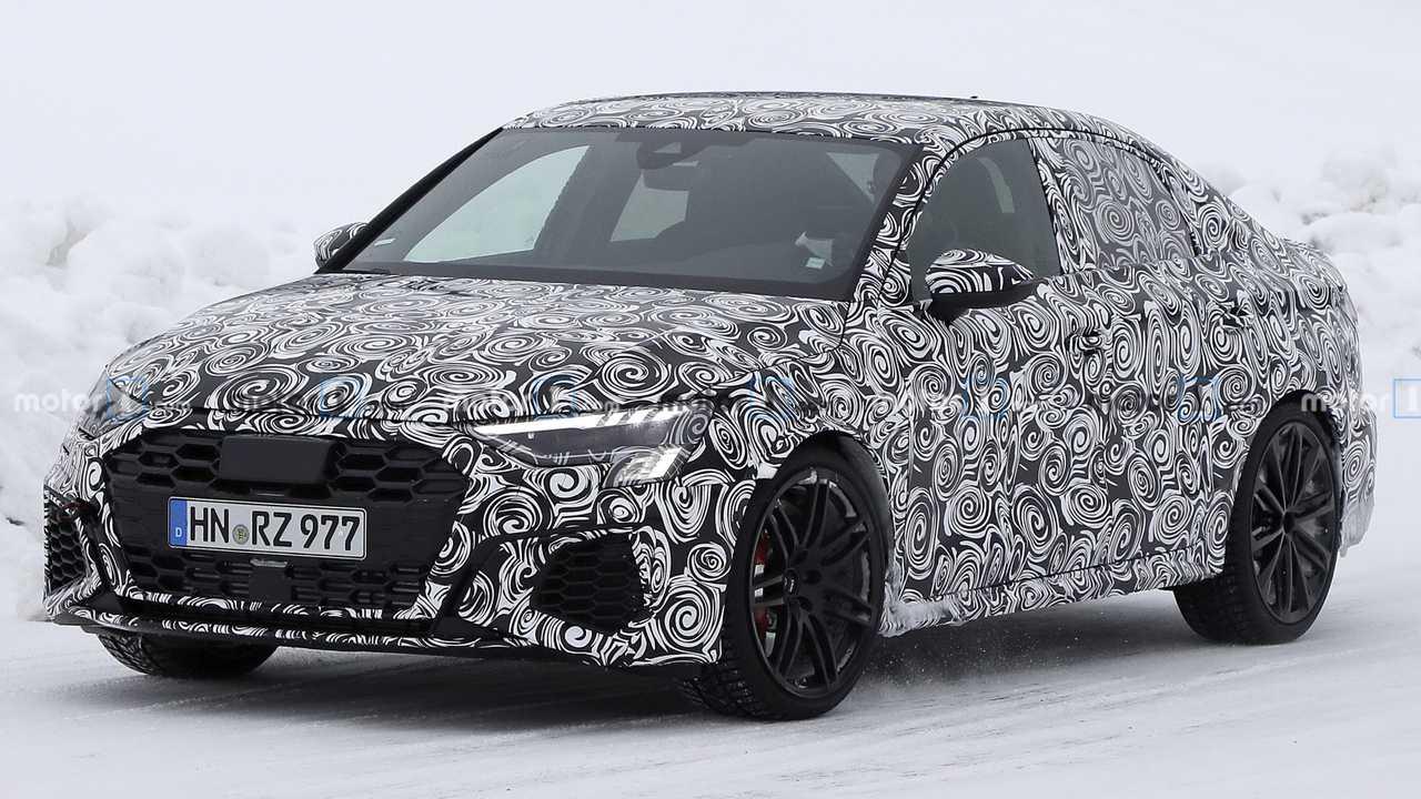 Новый хетчбэк Audi A3 (на видео) уже представлен, а седан всё ещё проходит испытания. Тестируют немцы и «горячий» RS 3: судя по новым шпионским фото из Швеции, самая мощная в гамме «четырёхдверка» почти готова к выпуску.