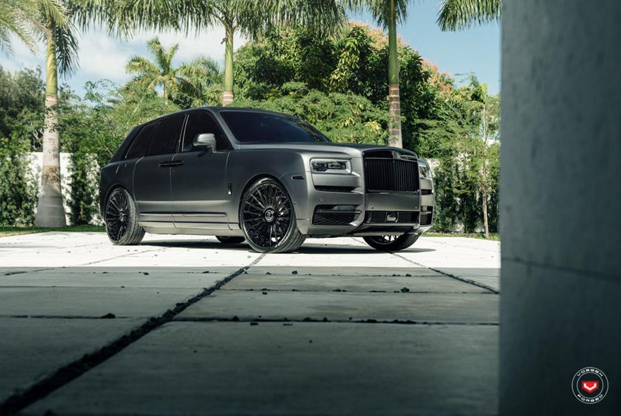 U.S.-based forged wheel manufacturer Vossen Wheels has teamed up with MC Customs Miami to produce this Rolls-Royce Cullinan – and we like the result more than most other projects out there.