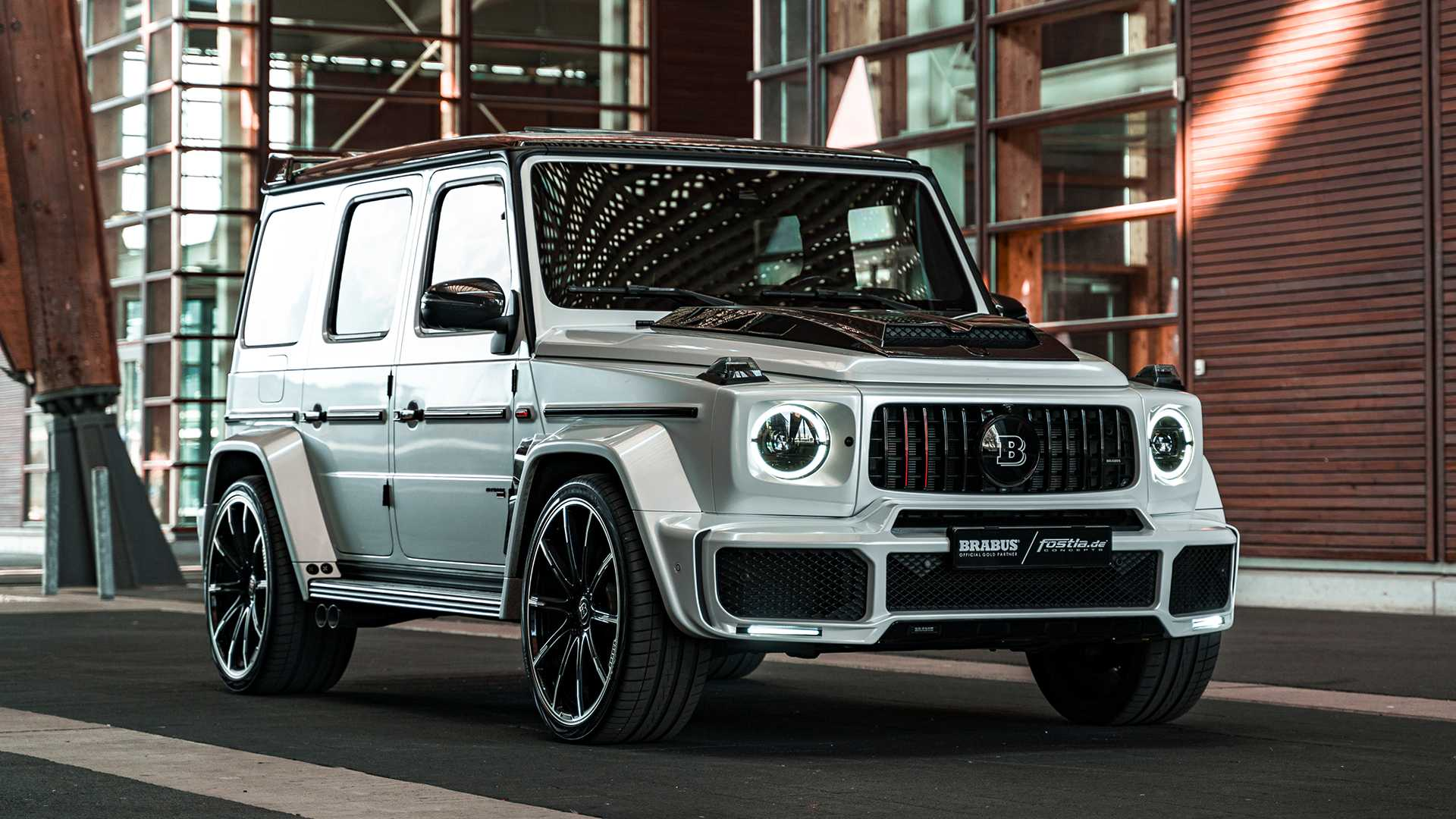 With 585 horsepower at the crank, the Mercedes-AMG G 63 is quite impressive as it is, and things get even wilder with the Brabus 700 Widestar tuning. For those who want even more, though, Fostla has a solution.