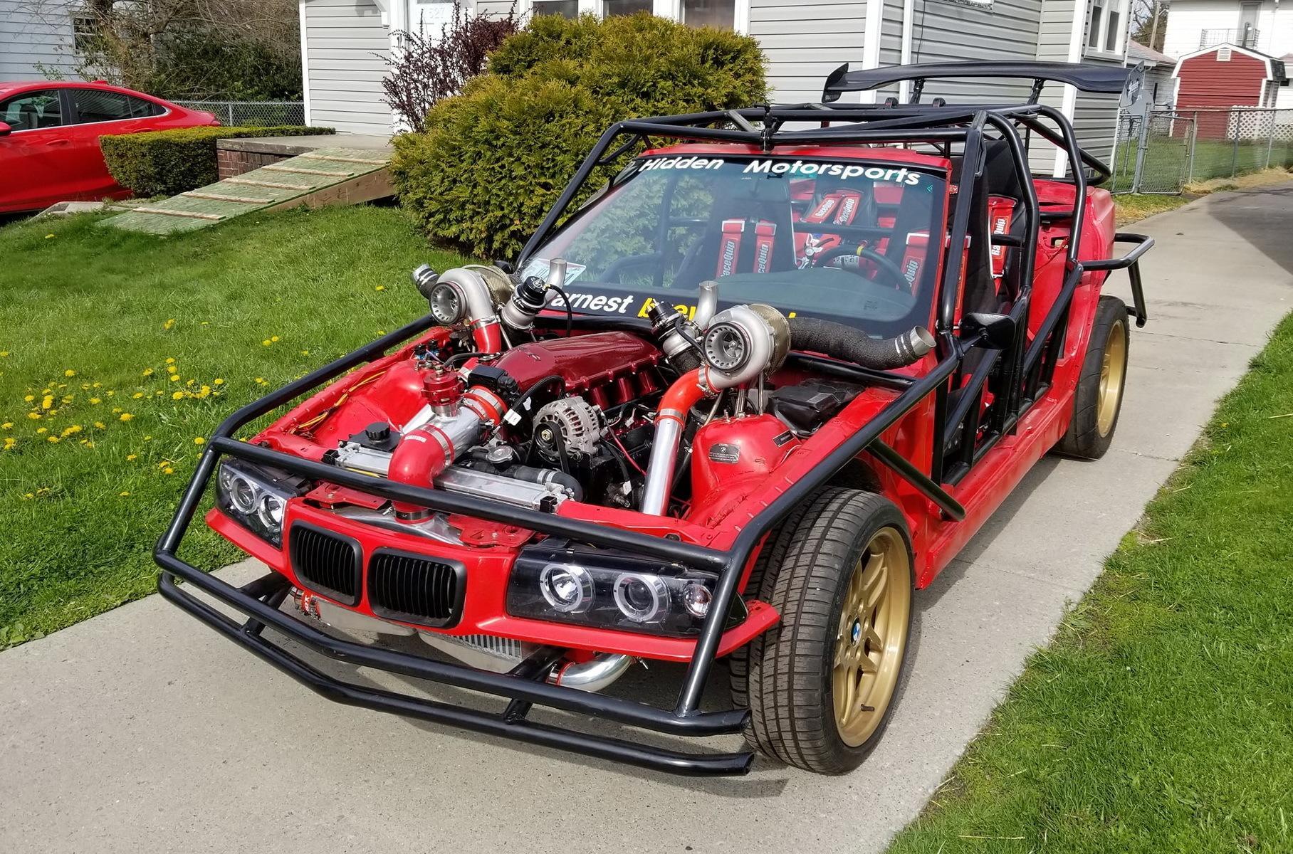 Мастерская Hidden Motorsports из американского штата Огайо превратила пожилой седан BMW 3 серии E36 в безумный корч. С исходником его роднят разве что форма кузова, лобовое стекло, оптика, диски и передняя панель.