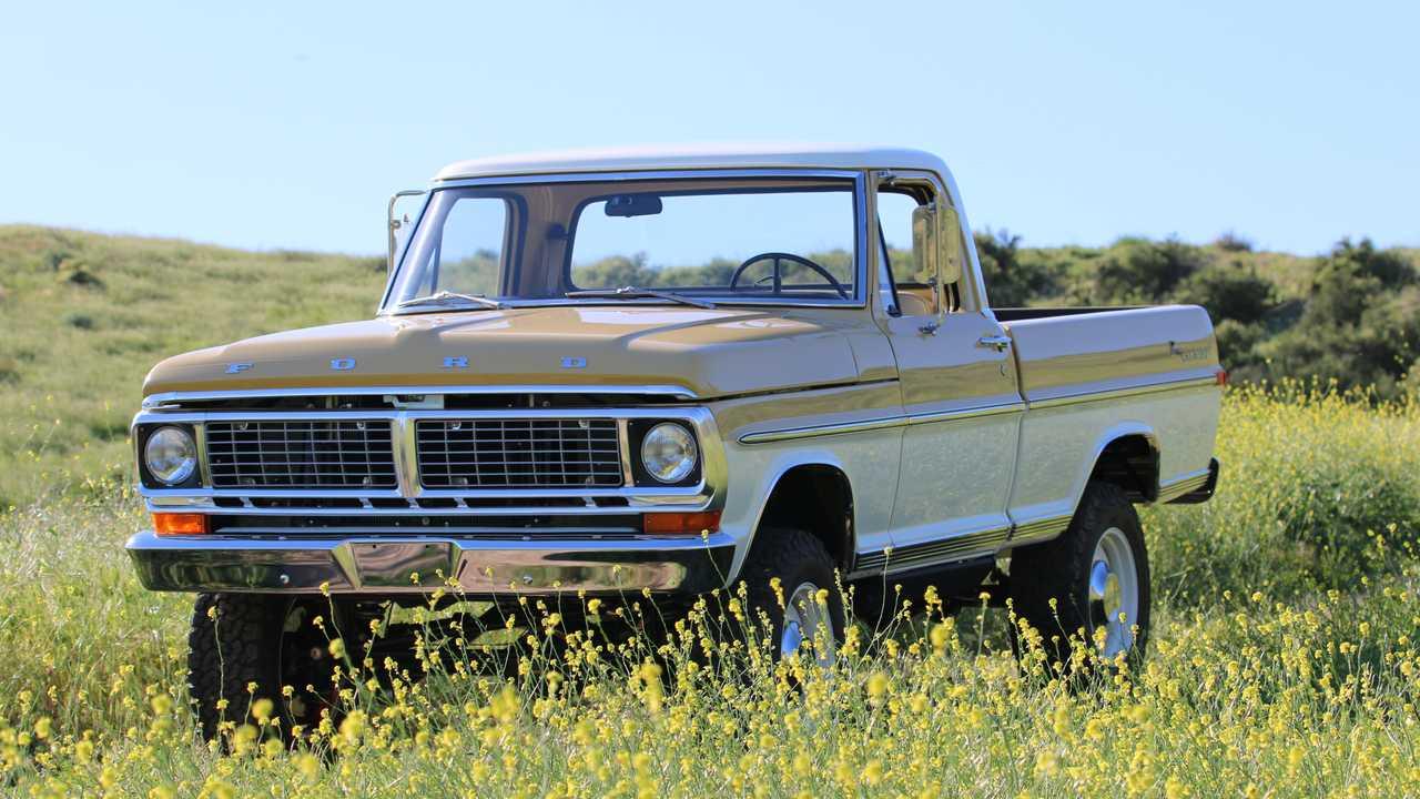 Ателье Icon поработало над полувековым Ford F-100: грузовичок получил абсолютно новую техническую «начинку».
