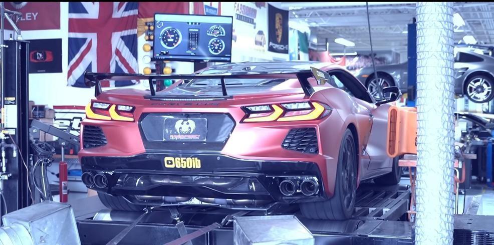 Тюнинг-ателье Fabspeed разработало для спорткара Chevrolet Corvette C8 спортивную выхлопную систему, практически не заглушающую звук двигателя. Запускайте видео и наслаждайтесь!