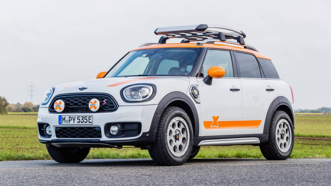 For ten years, the MINI Countryman has been serving as the support car of the X-Raid team, quintuple winner of the Dakar Rally. No wonder the team decided to launch a range of rally-themed accessories for the model.