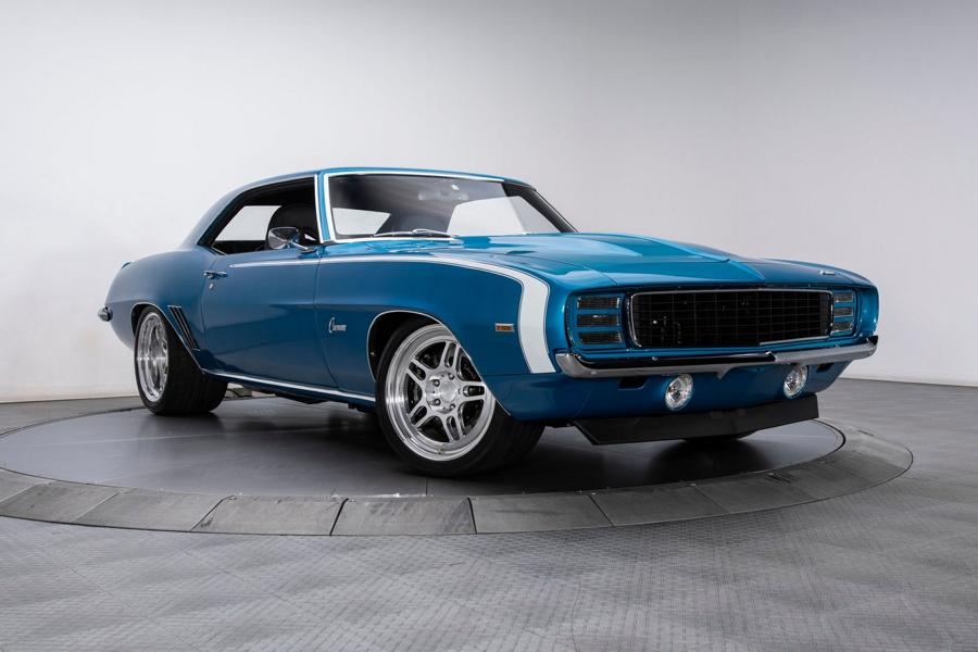 U.S. residents love their iconic muscle cars so much, they seem willing to put virtually any kind of money into restoring them over and over again. Feast your eyes on this excellent 1969 Chevrolet Camaro restomod as a good example.