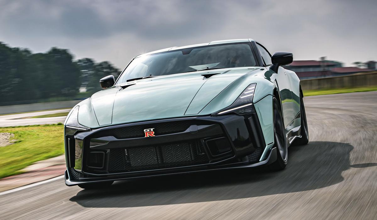 Концепт Nissan GT-R 50 представлен пару лет назад в честь сразу двух 50-летних юбилеев – ателье Italdesign и модели Nissan Skyline GT-R. В конце 2018-го анонсирован выпуск полусотни таких машин по цене от 990 тысяч евро.
