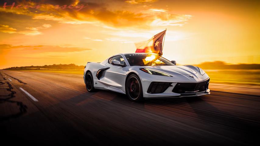 Используя закись азота, техасское тюнинг-ателье Hennessey Performance разогнало новейший Chevrolet Corvette C8 до 205 миль в час (330 км/ч).