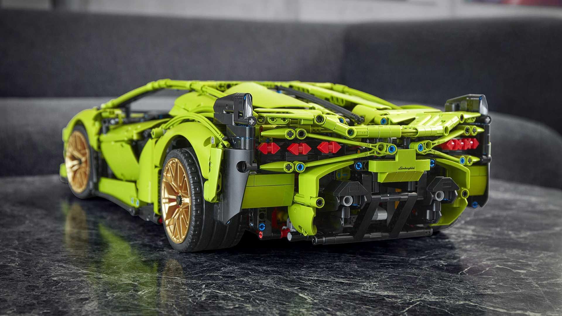 Гамму конструктора Lego Technic Ultimate пополнил Lamborghini Sian FKP 37 в масштабе 1:8. Новинка претендует на рекорд по количеству элементов – 3 696: Bugatti Chiron можно было собрать из 3 599 деталей, а Porsche 911 GT3 RS – «всего» из 2 704.