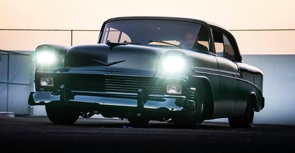 Реставраторы из ателье RMD Garage явили миру чудовище в лице 64-летнего Chevrolet Bel Air. Купе будто бы окунули в бочку с дёгтем, и только оптику пожалели.