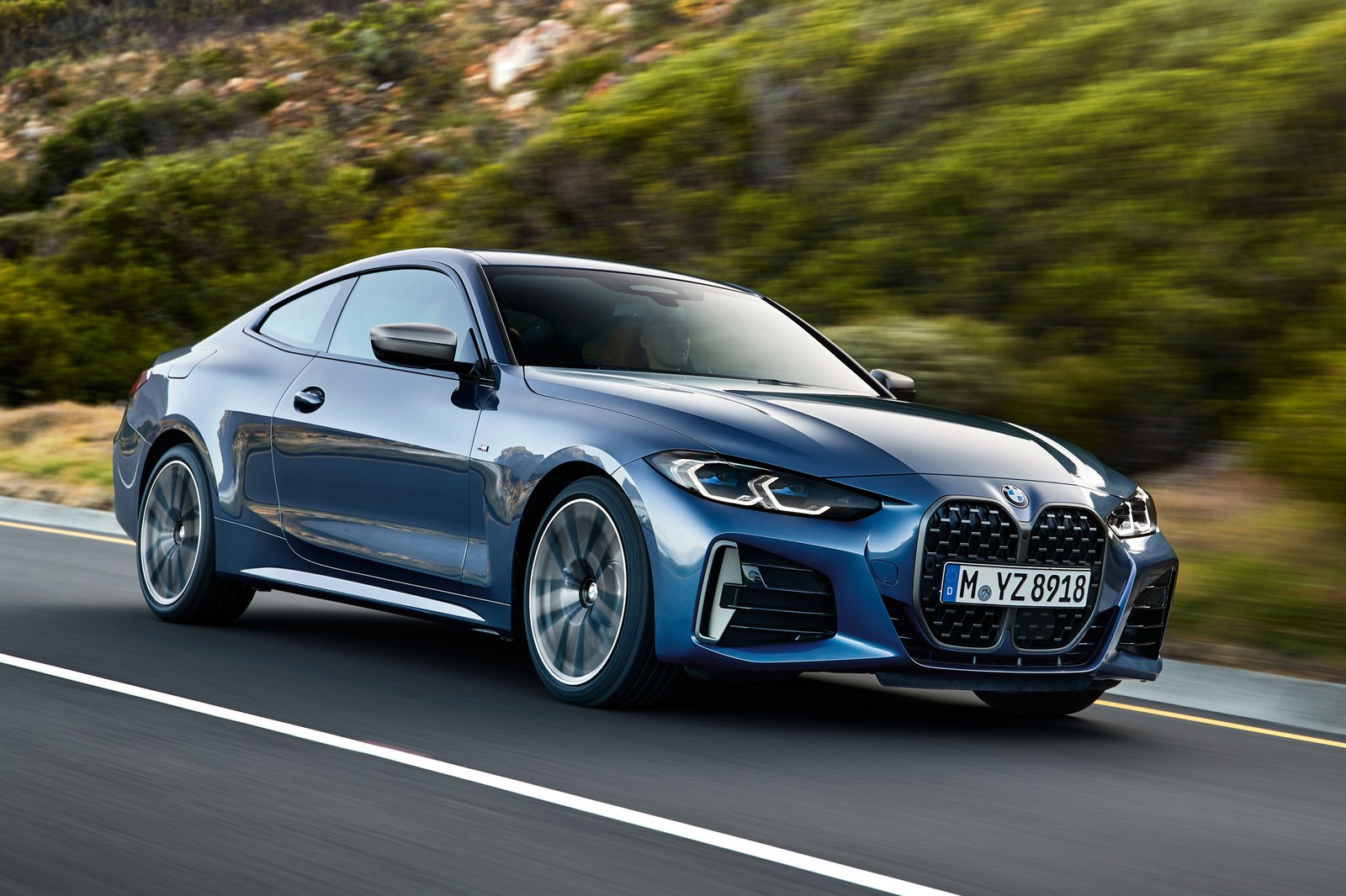 BMW has held an online launch event dedicated to the next-gen 4 Series Coupe (G22), showing us a car that becomes sportier and more comfortable while staying true to its conservative design. The production will begin next month.