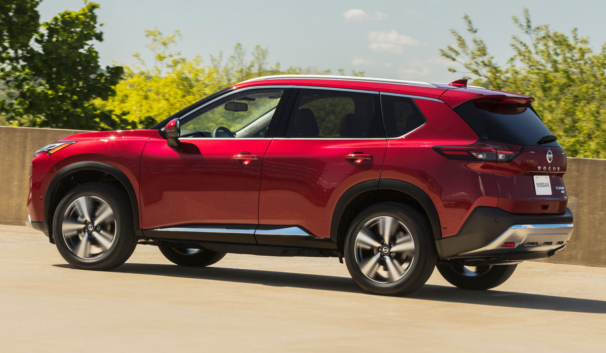 Nissan has taken the wraps off the fourth generation of its X-Trail/Rogue crossover SUV. Sales in the United States should begin in the coming fall, with Europe to follow later.