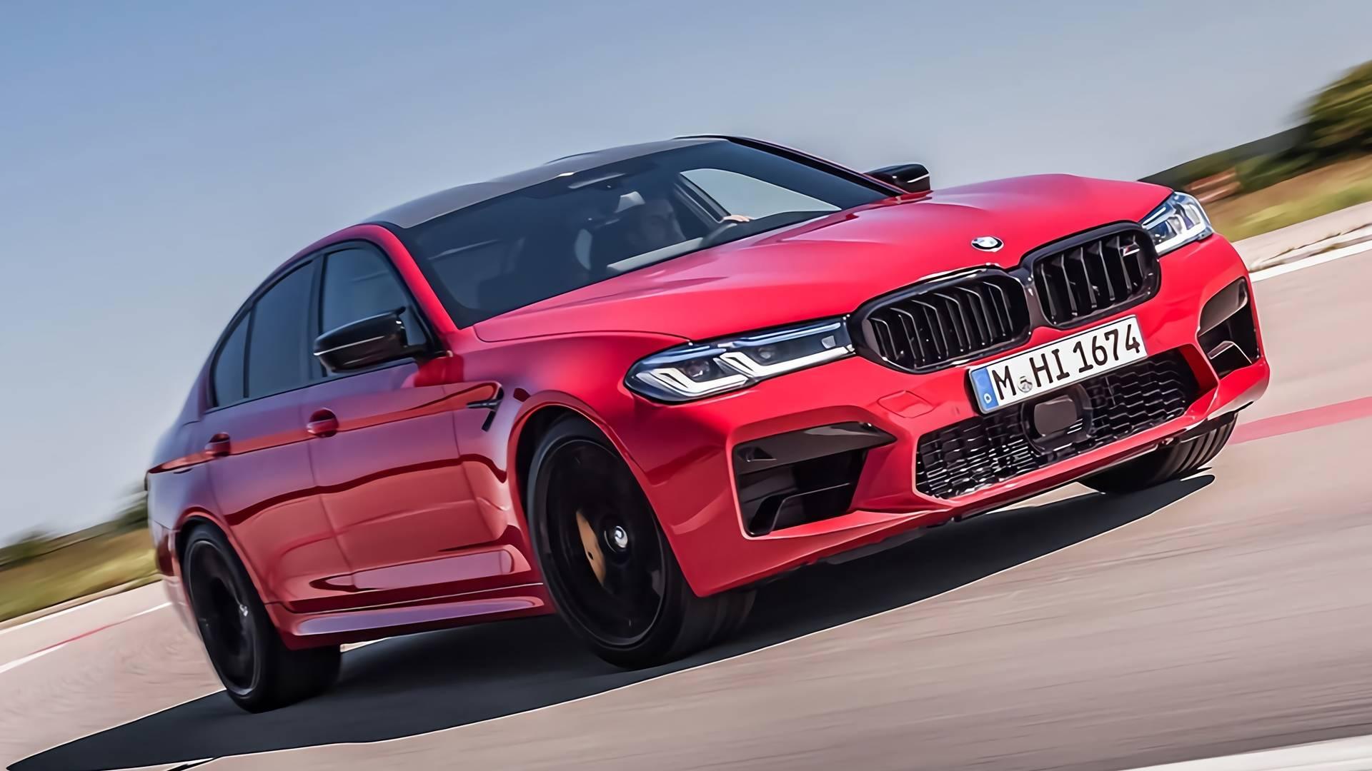 Совсем недавно появились первые снимки рестайлингового BMW M5, а теперь прошла его полноценная премьера. Дизайн изменён по образцу стандартной «пятёрки», а подвеска стала комфортнее.