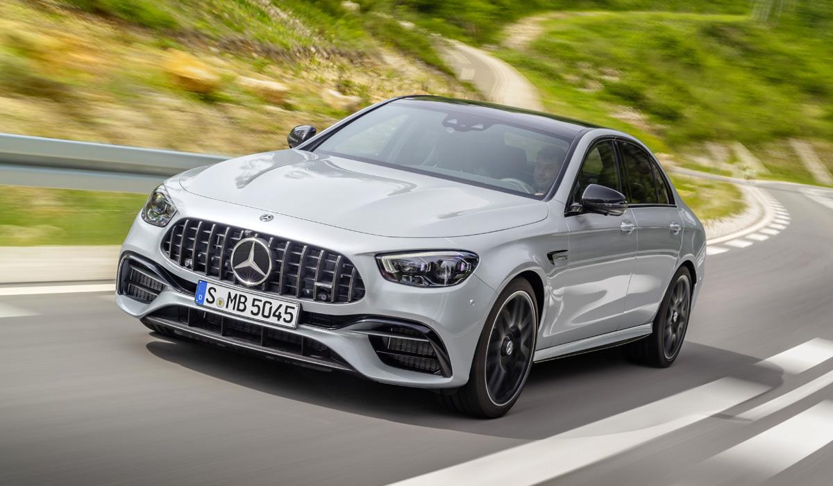 Вслед за стандартными седаном и универсалом Mercedes-Benz E-класса обновились самые мощные модификации с обозначением AMG – E 63 и E 63 S.