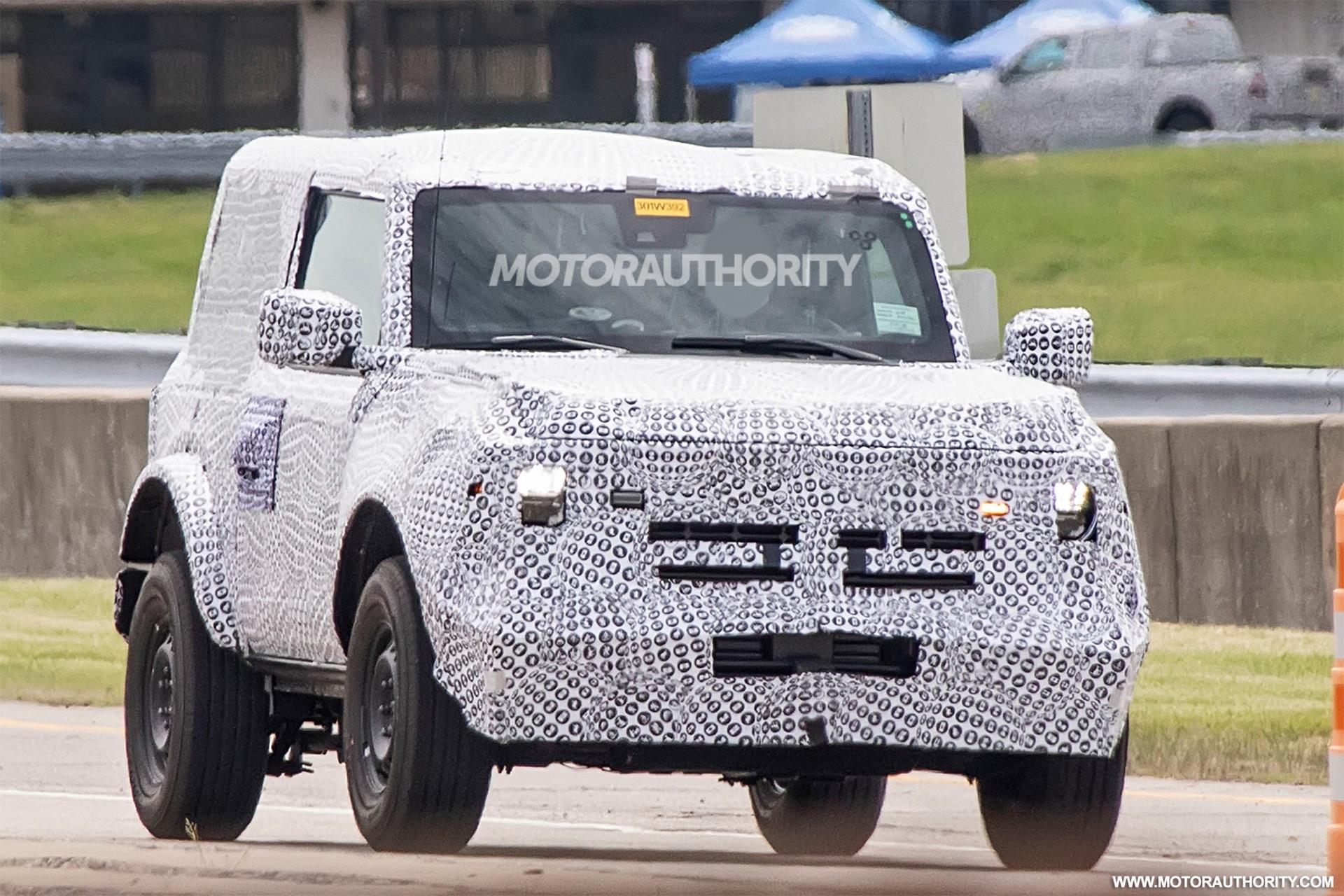Компания Ford в преддверии дебюта нового поколения внедорожника Bronco продолжает дразнить поклонников тизерами: в очередном видео им дали возможность послушать мотор.