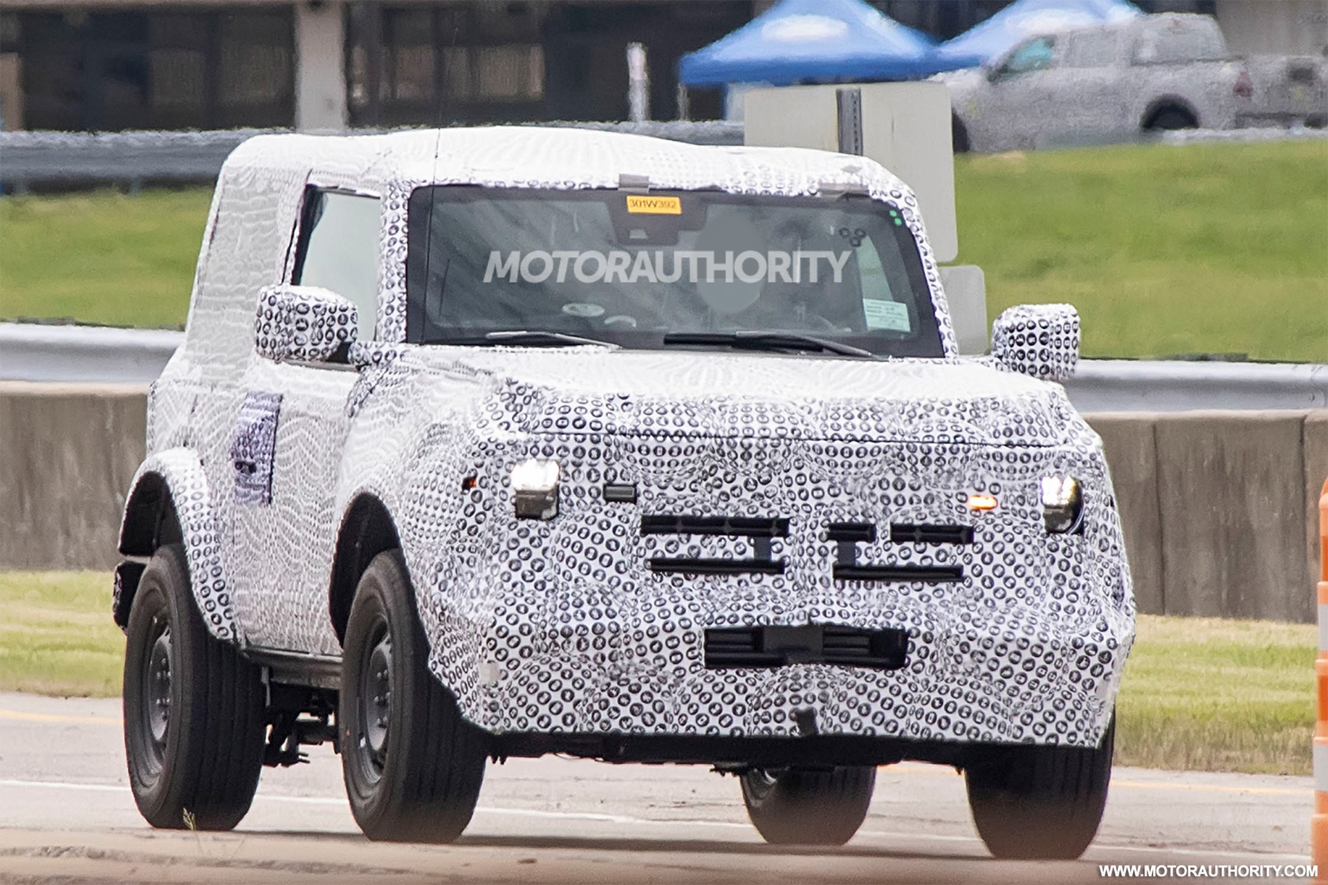 Ford keeps teasing us with pics and short clips of its revived Bronco model now scheduled to debut on July 13, 2020.