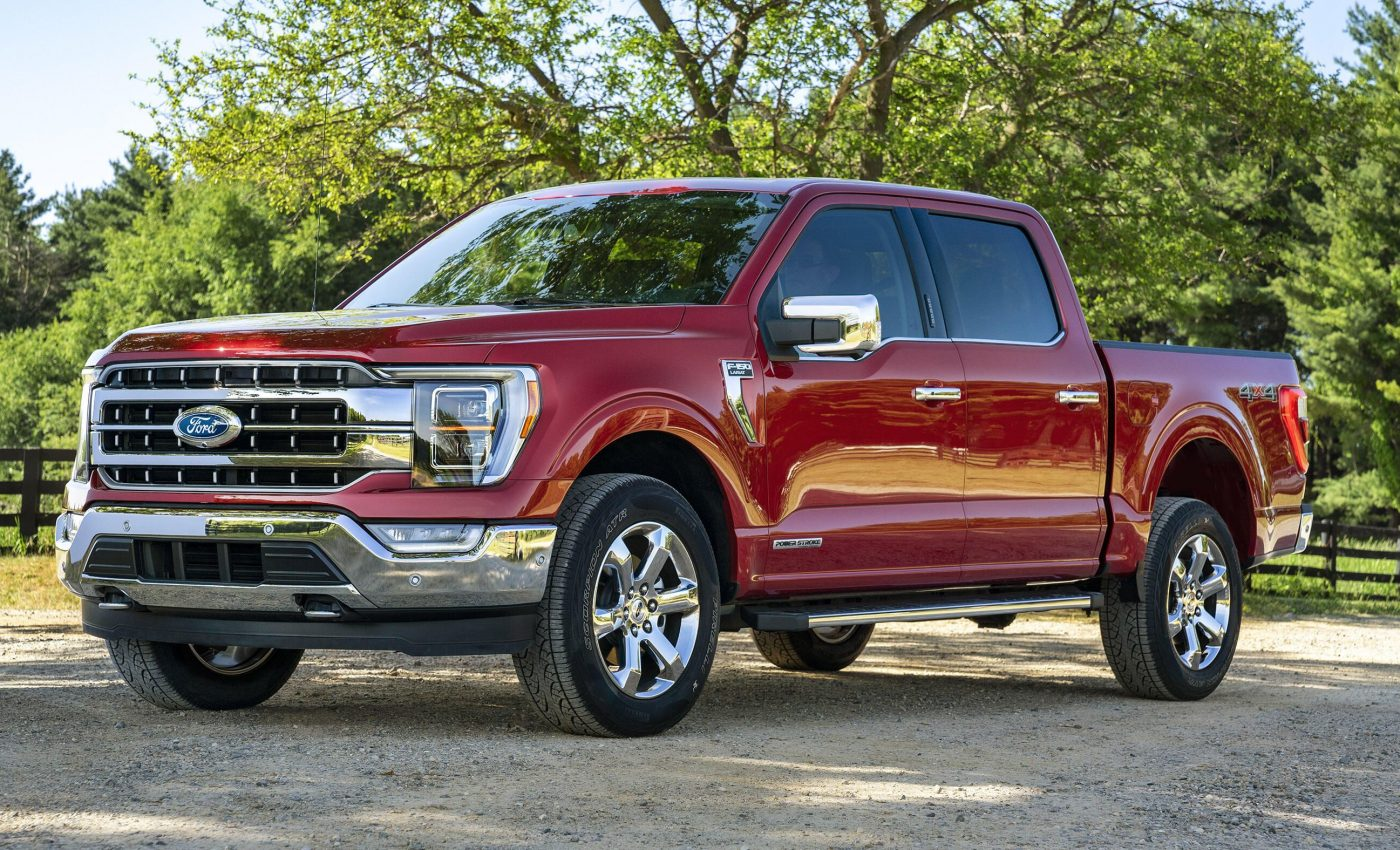 The next generation of the Ford F-150 pickup truck range debuted just a couple of days ago (peek into our gallery if you missed it). Even though the company surprised us by never mentioning the Raptor spec during the reveal, it is now clear that the performance trim is coming up later this year.