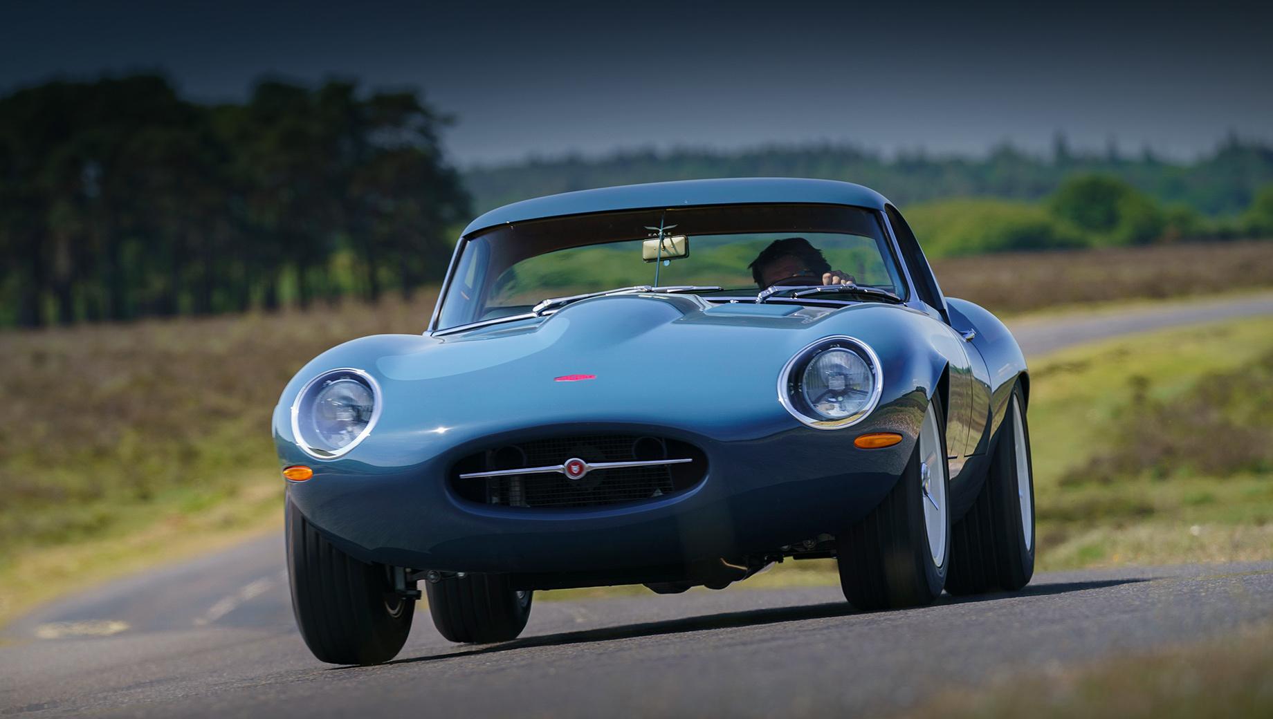 На рынок выходит Eagle Lightweight GT– реплика особой модификации культового Jaguar E-Type. Ежегодный тираж, мягко говоря, невелик – лишь пара экземпляров.
