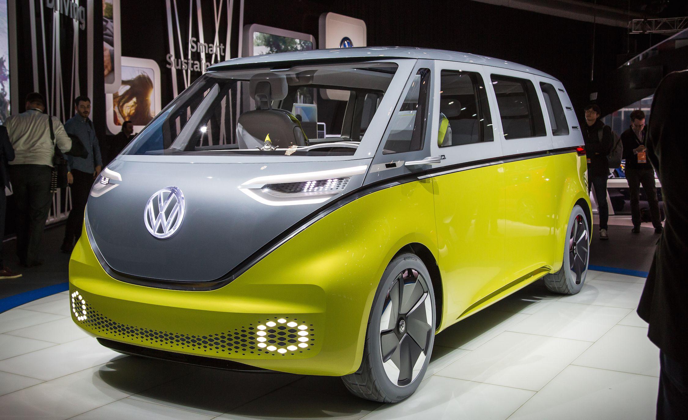 Компания Volkswagen ранее представила прототип электрического микроавтобуса на платформе MEB под названием I.D. Buzz, но недавно зарегистрировала обозначение e-Samba. Вероятно, так нарекут именно будущий электробус.