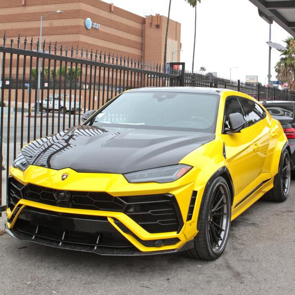 Chief Keef, a 24-year-old U.S. rapper, contracted RDB LA auto shop to have his Lamborghini Urus customized. The ultra-opulent SUV ended up with an ostentatious yellow wrap, enormous wheels and an aerodynamic kit.