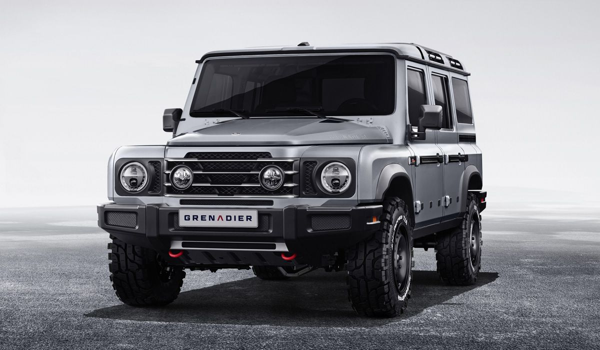 Буквально на днях британская фирма Ineos Automotive рассекретила свой внедорожник Grenadier (на фото и видео), вдохновлённый классическим Land Rover Defender и очень похожий на него внешне. Естественно, это не понравилось компании Jaguar Land Rover: производитель «настоящего» «Дефендера» намерен судиться.