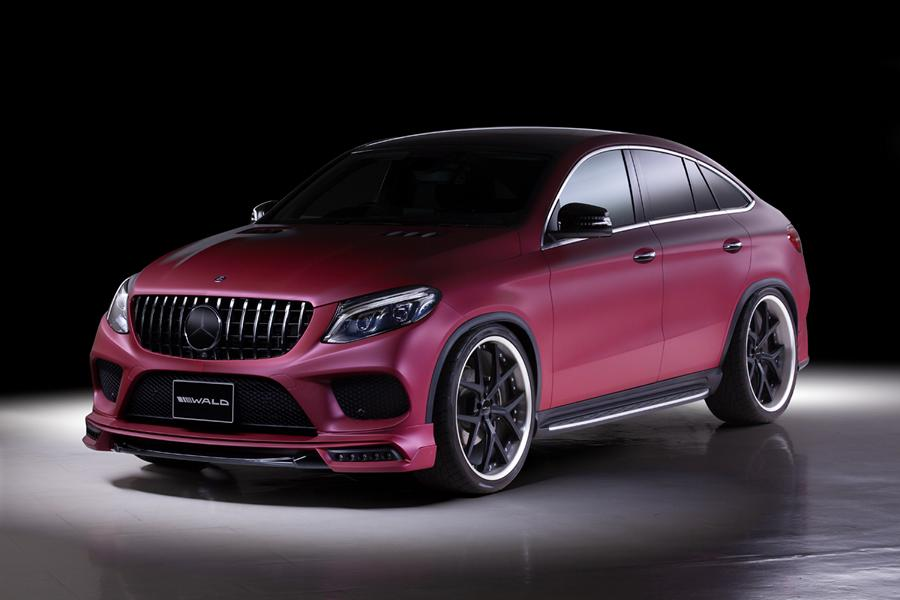 Japanese tune-up shop Wald International has a new body kit in store for the C292 Mercedes-Benz GLE-Class (prod. 2016 – 2019). Let's see what's new and exciting.