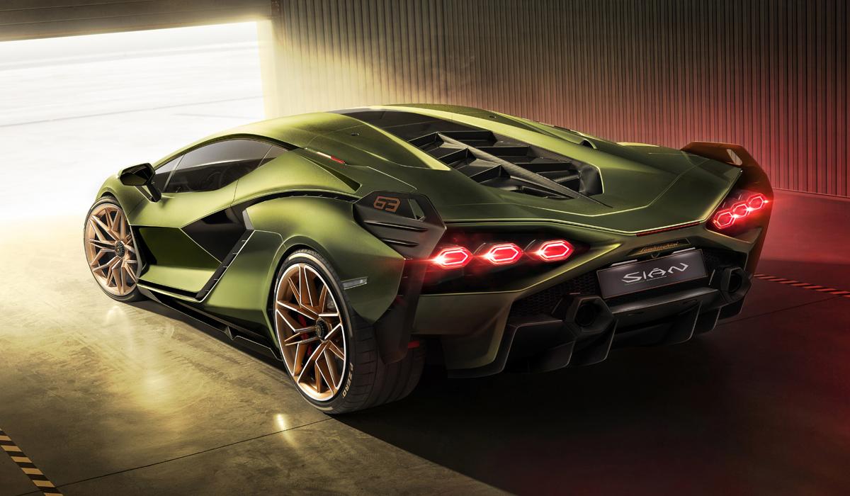 Последние новинки компании Lamborghini отличаются крайне скромными объёмами выпуска: купе Sian сделают тиражом 63 экземпляра, а родстеров выпустят всего 19. И неспроста: цифры складываются в 1963 – год основания фирмы.
