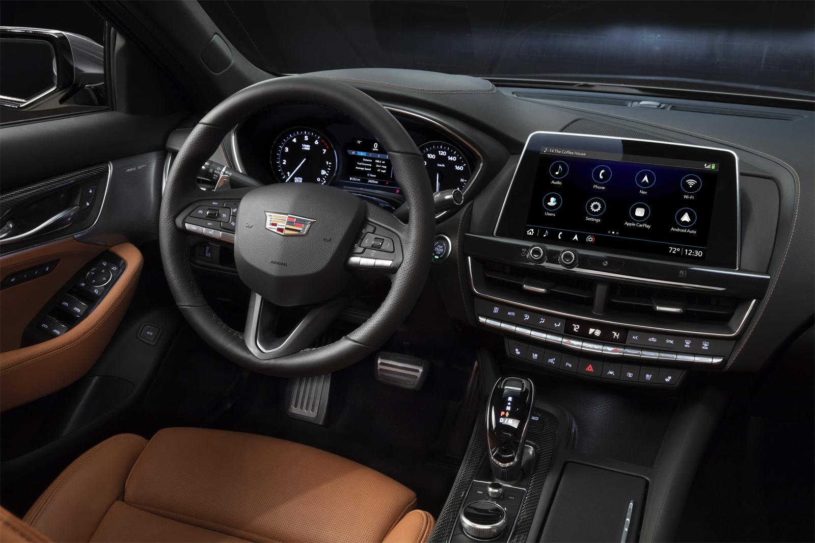 Со следующего модельного года четырехдверные Cadillac CT5 получат полностью электронную панель приборов.
