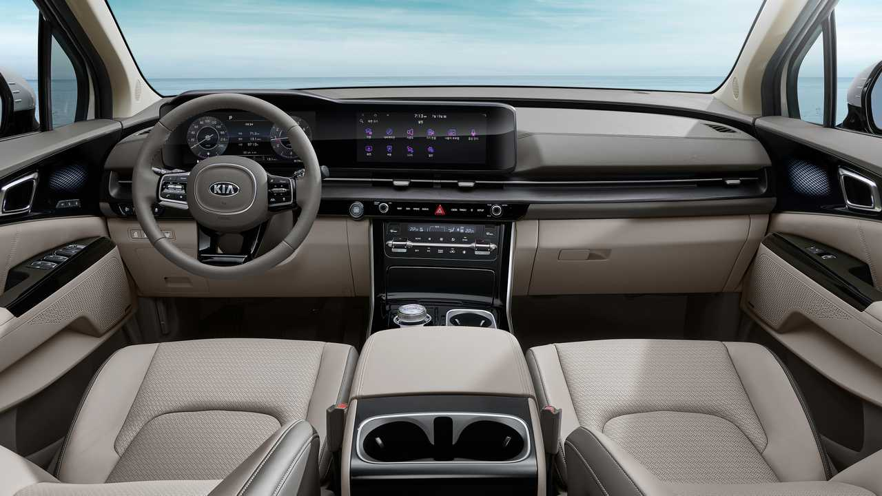 We saw last month what the fourth generation of the Kia Carnival would look like from the outside, and now, the company finally showed us the interior as well.