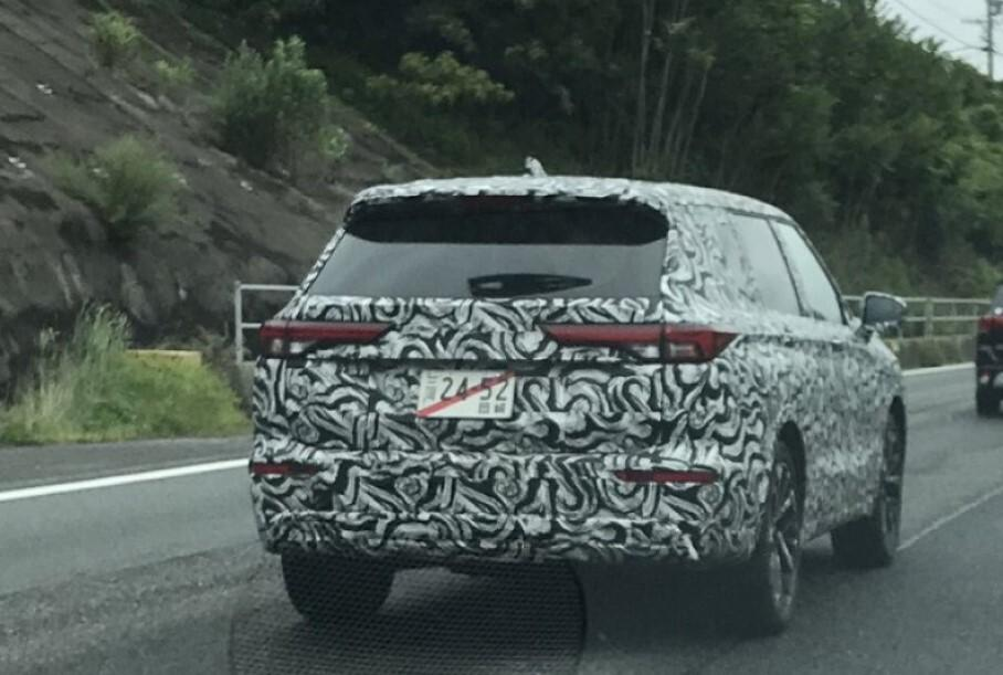 Mitsubishi is testing the next-generation Outlander SUV in Japan, and it looks like the marque's bestseller takes strongly after the Mitsubishi Engelberg Tourer Concept revealed in spring (watch the video if you don't remember).