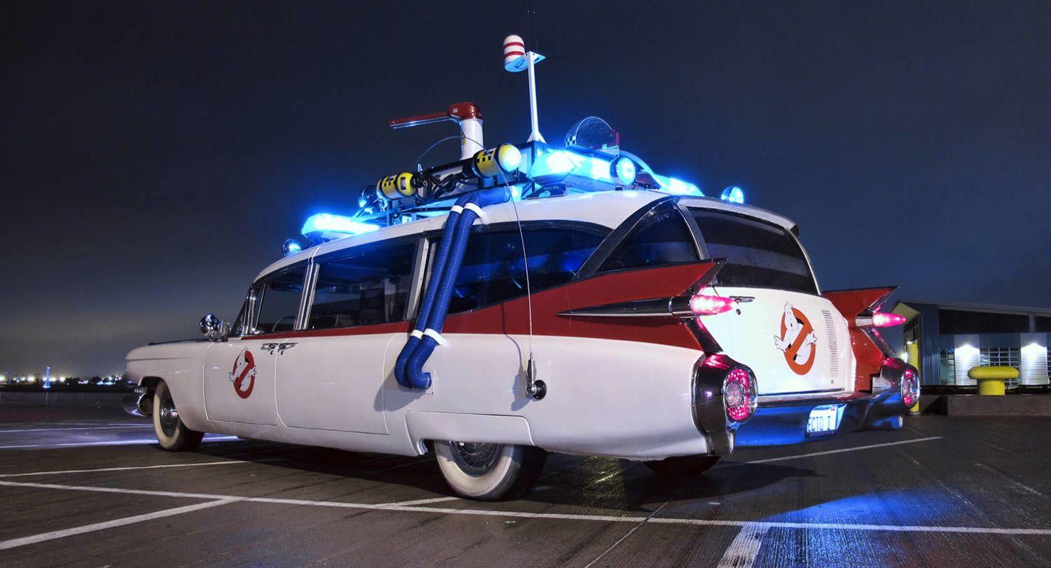 Хотите купить машину киногероя? 1 августа на американский аукцион будут выставлены сразу три необычных авто – бэтмобиль, машина времени и универсал охотников за привидениями. Они конфискованы у человека, который обвиняется в мошенничестве с медицинской страховкой.