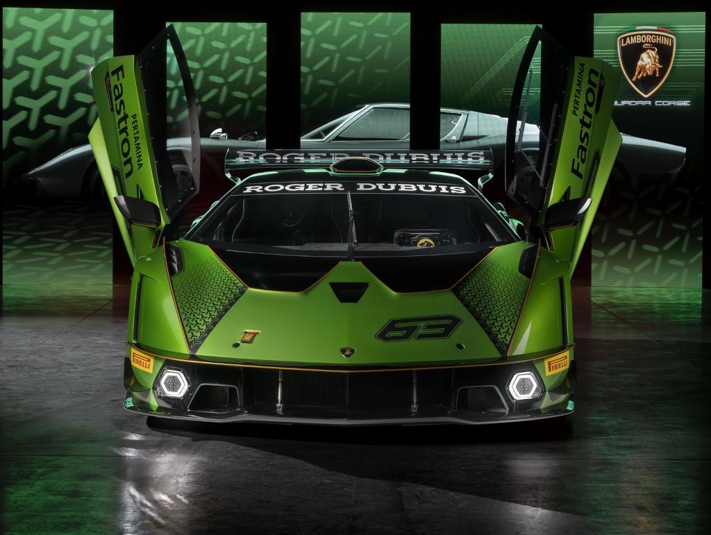 Lamborghini неожиданно представила самый мощный гиперкар в своей линейке – Essenza SCV12. Модель ориентирована только на трек, ее общий тираж составит 40 единиц.