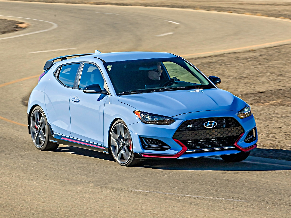 Hyundai did announce back in April that its Veloster N hot hatch would be getting eight-speed dual-clutch transmission on the North American market when it ships in October, but it neglected to mention a few other important features.