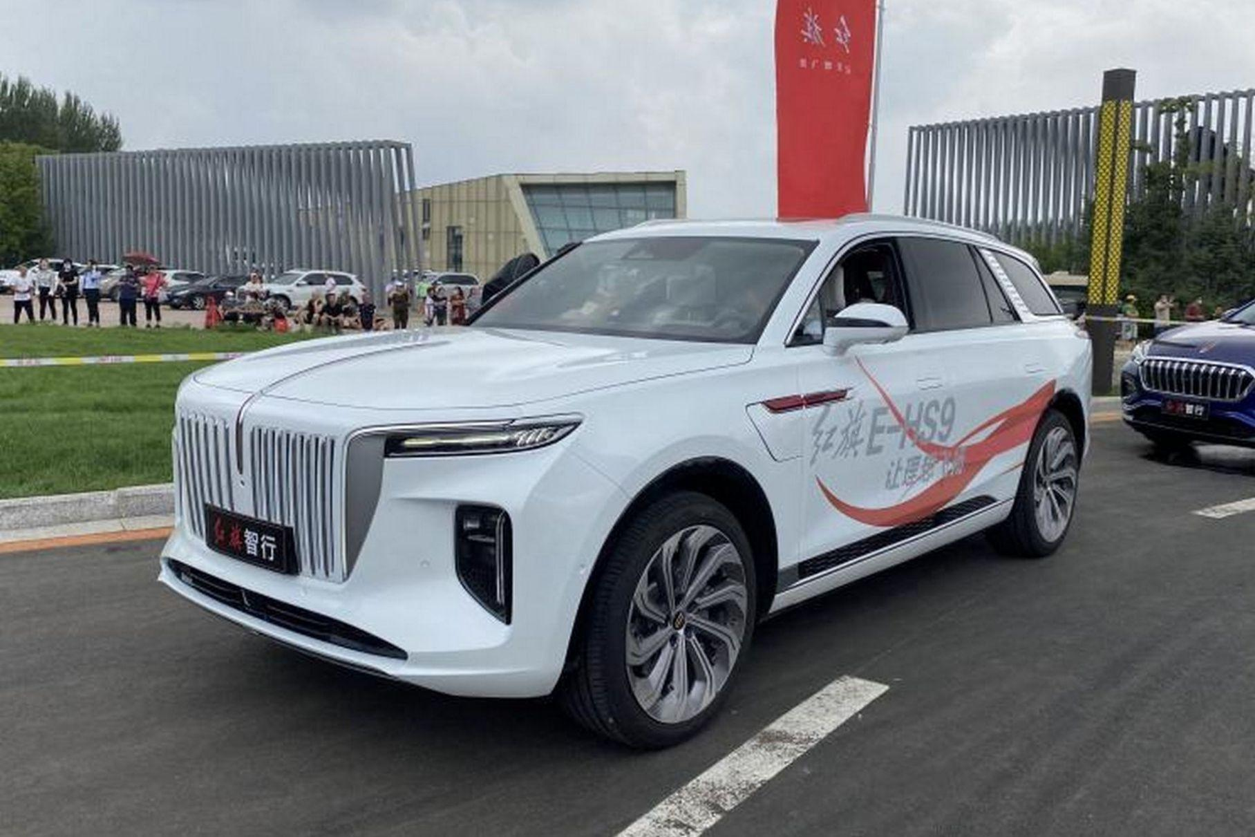The all-electric Hongqi E-HS9 has made its first appearance on city roads in China several days after its official reveal.